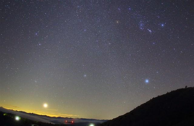 オリオン座流星群,見える方角,見える時間,ピーク,2019,観測スポット,穴場,四国,茶臼山高原